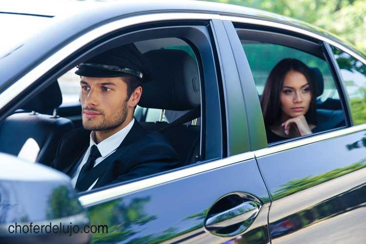 alquiler-de-coche-con-conductor
