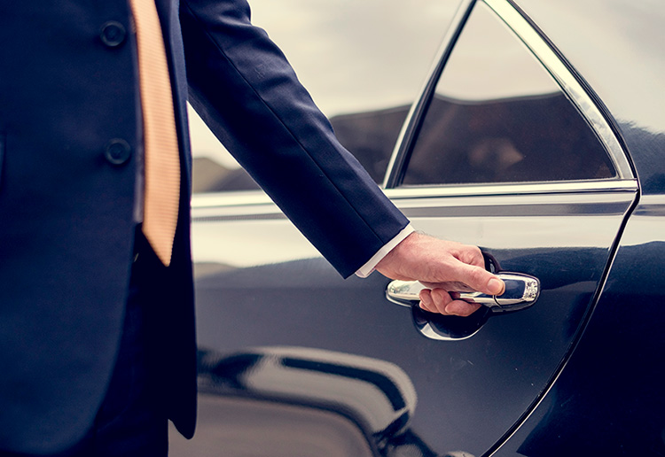 Alquiler coche con conductor barato